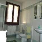 room_toilette1_shower_